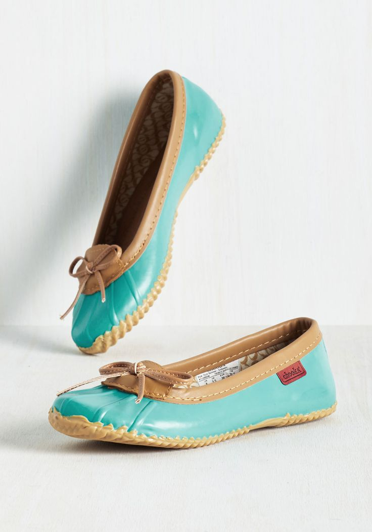 Back in a Splash Rain Shoe in Turquoise. The weather wont stop you from feeling winsome while you run errands in these aqua blue rain shoes! #blue #modcloth