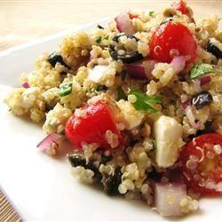 Griekse quinoasalade met feta, olijven en tomaat
