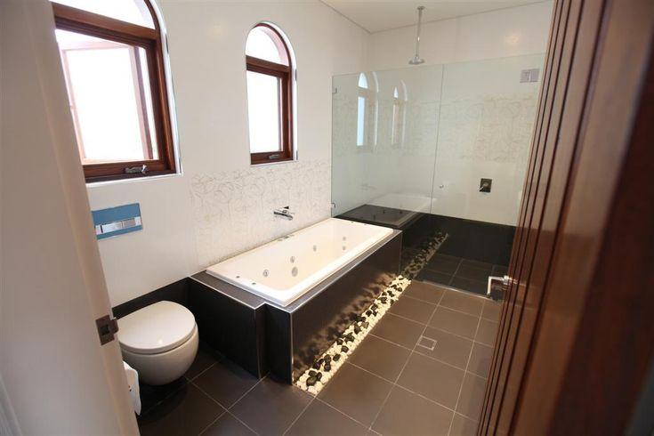 Layout minus toilet for Main bathroom