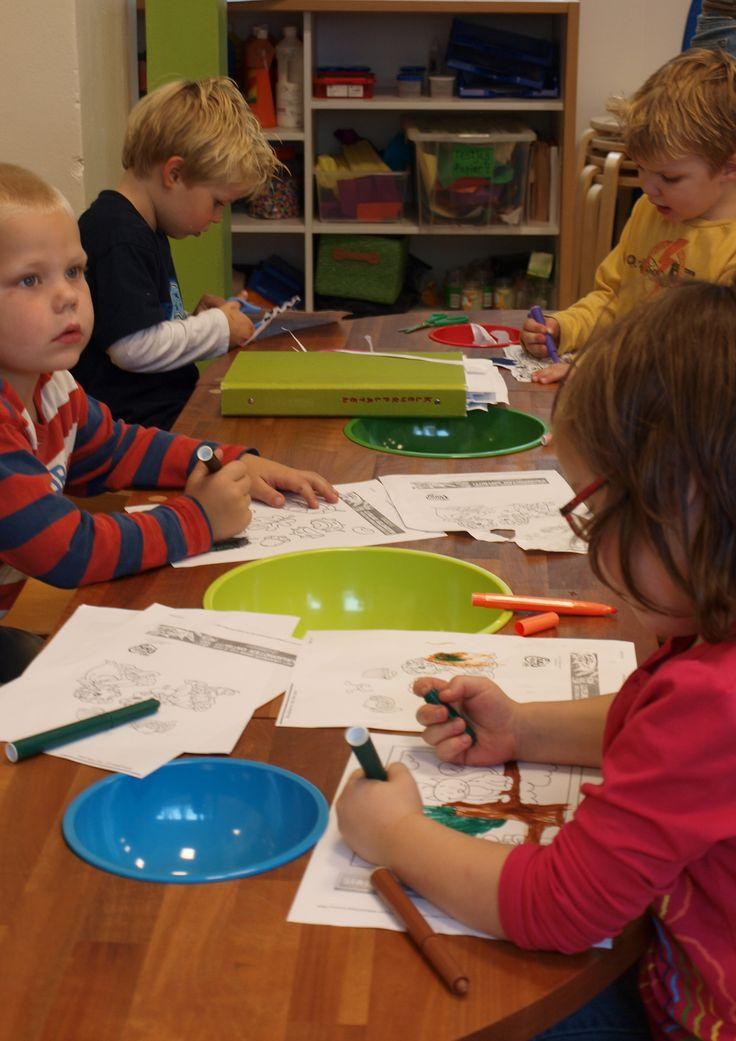 Knutseltafel ontworpen en gemaakt door Romy Kühne Design voor Buitenschoolse en kinderopvang organisatie Doomijn te zwolle