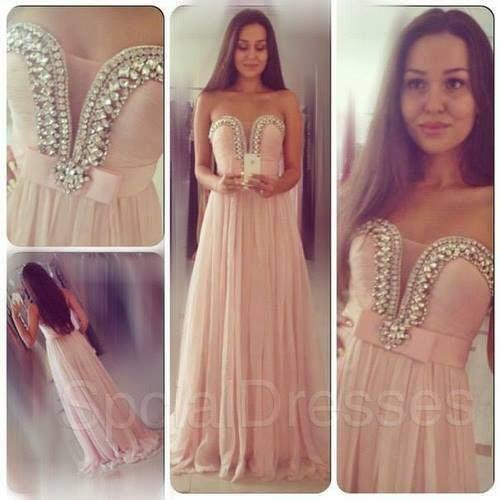 vestido de gala rosa muito claro com tonalidades de creme