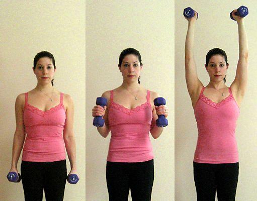 2. Bíceps hacia hombros. En el caso de estos ejercicios para brazos, también trabajaremos una parte de la espalda alta y un poco de abdomen. Para estos ejercicios para brazos empezamos de pie con las piernas abiertas a la altura de los hombros y mancuernas en las manos. Doblamos los codos hasta la altura del pecho, nos detenemos un segundo y los levantamos hasta extender los brazos, regresamos a la posición anterior y bajamos los brazos. Repita estos ejercicios para brazos 10 veces.