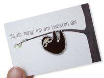 Faultier Pin aus Emaille - Mal Abhängen