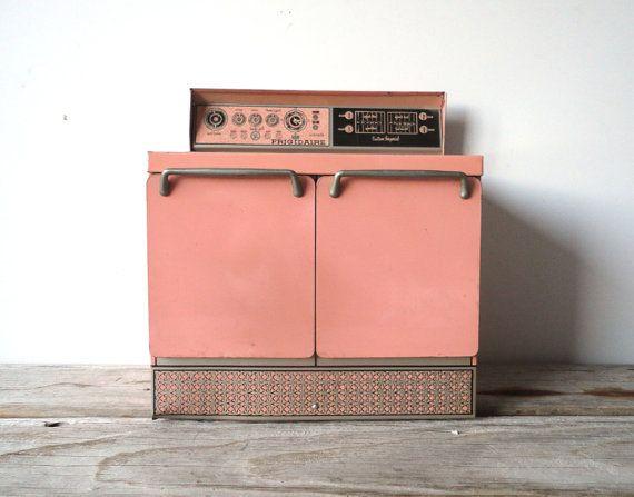 1960 S Girl S Minifrigidaire Oven Little Kitchen