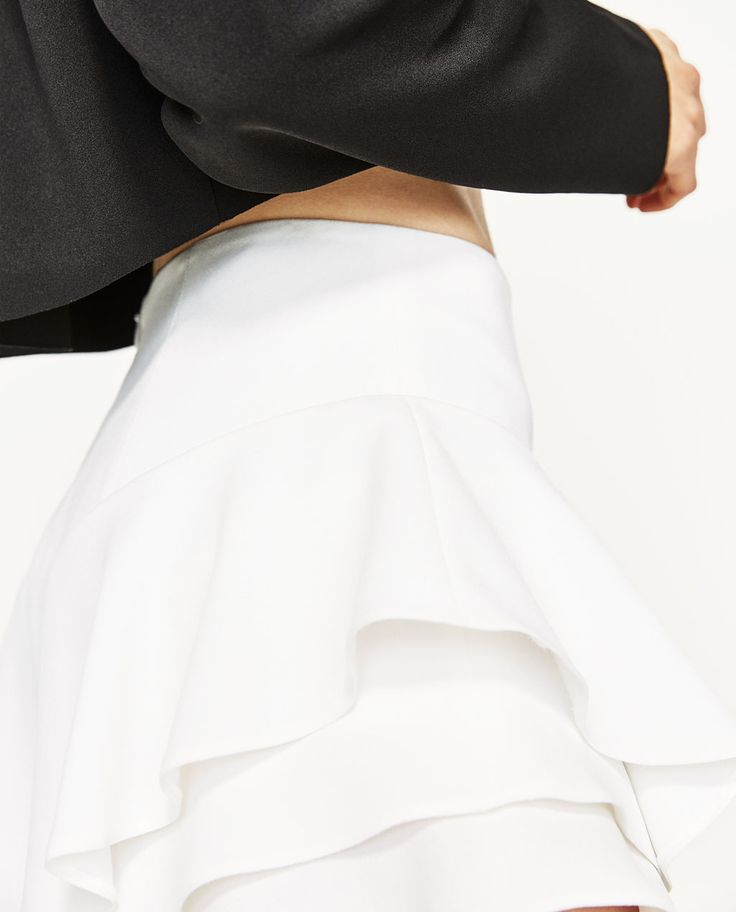 FLOWING FRILLED SHORTS-SHORTS-WOMAN | ZARA United States