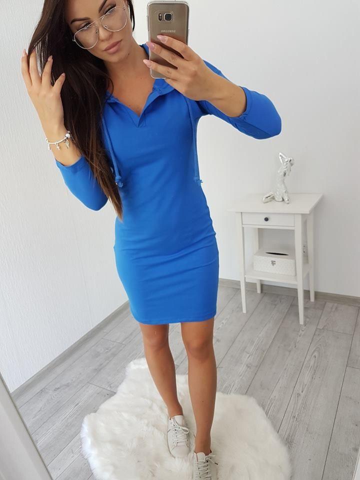 Dámske športové šaty jednofarebné s kapucňou vo farbe kráľovská modrá.  Ideálna na celodenné nosenie 0a3ffb496e3