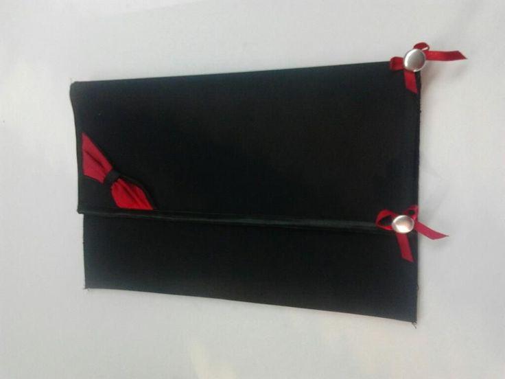κοκκινος σατεν υφασματινος φακελος με κοκκινες λεπτομερειες