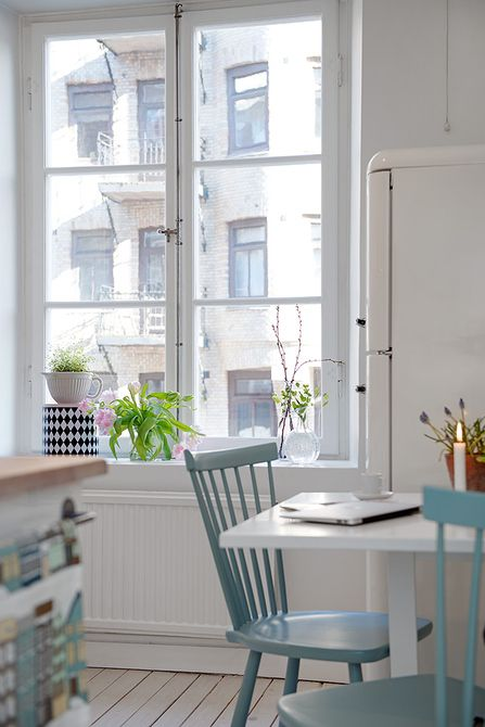 I totally love those chairs. I need to paint mine! | Kök | Alvhem Mäkleri och Interiör