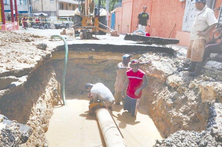Temblor provoca daños en tubería de agua - http://notimundo.com.mx/mundo/temblor-provoca-danos-en-tuberia-de-agua/15539