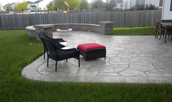 Incorporating round concrete elements makes the transition between concrete and organic matter less harsh.