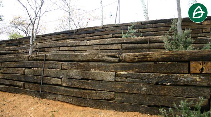 Muro de contenci n realizado mediente traviesas de madera Muros de madera