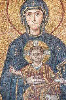 mosaique romaine: Vierge Marie et enfant Jésus enfant, mosaïque byzantine dans la galerie de Sainte-Sophie à Istanbul, Turquie