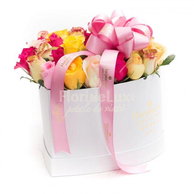 Cutie delicata cu trandafiri multicolori, cutie inima in dar pentru cea mai frumoasa femeie din viata ta! Alege acum cele mai frumoase si proaspete flori in dar!