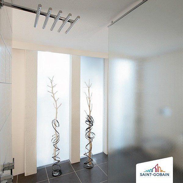 Aos amantes do minimalismo e apegados aos detalhes, essa inspiração não poderia ser melhor... ✨ 😍  #SGG #MASTERCARRE #SaintGobainGlass #SaintGobain #SaintGobainGlassBrasil #design #designdeinterior #designdevidro #decoracao #decor #inspiração #inspiration #minalismo #minimalist #arquiteturaedesign #architeturelovers #casa #home #homedecor #banheiro #bathroom #fabricadevidros #saovicente #80anos