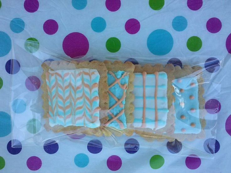 Shortbread squares with royal icing #Shortbread #Cookies