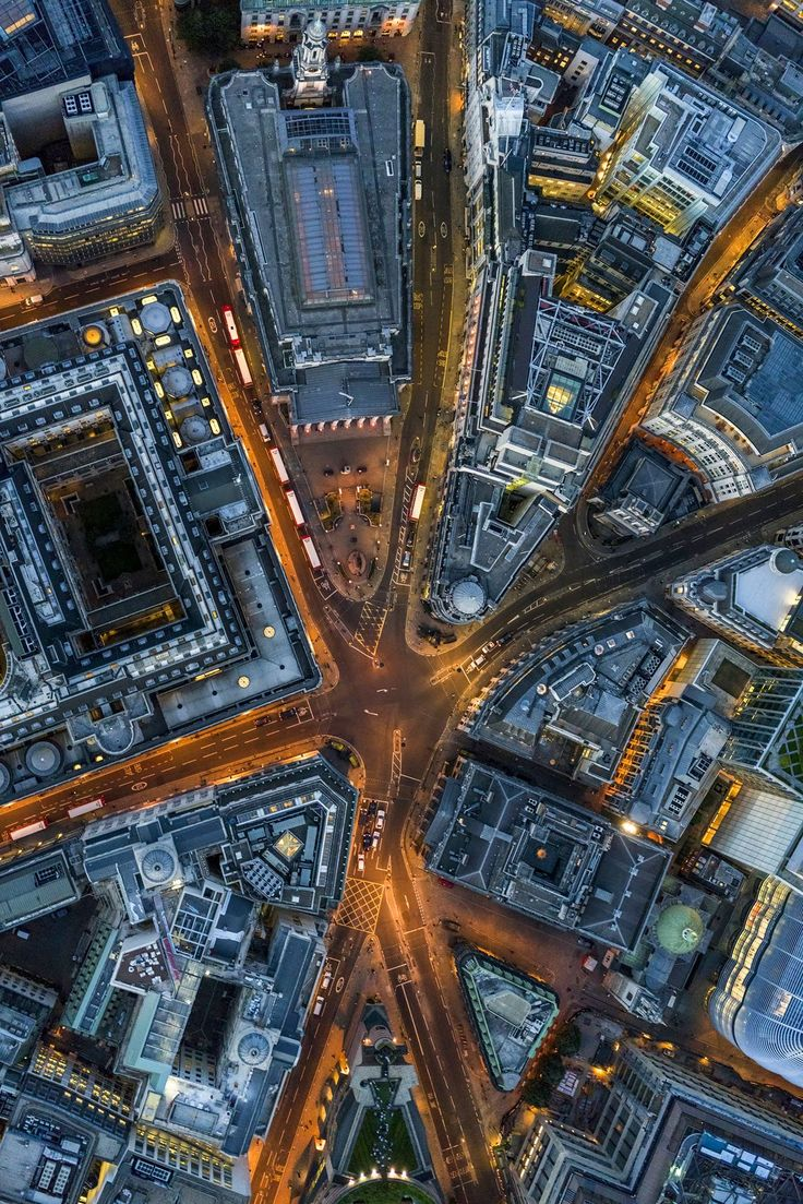 Last month, New Yorker and high-flying fine art photographer Jeffrey Milstein rented out a private helicopter to capture London in a jaw-dropping