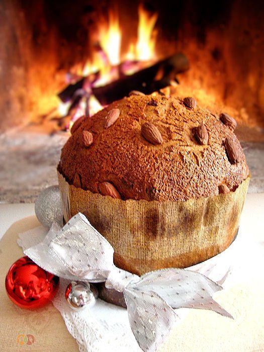 Panettone con gocce di cioccolato http://blog.giallozafferano.it/graficareincucina/panettone-con-gocce-di-cioccolato-ricetta-per-le-feste/