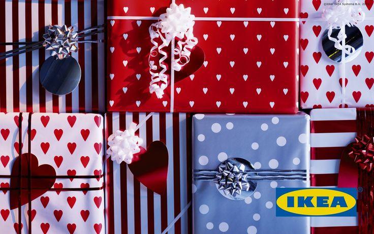 Noul card cadou IKEA te aşteaptă în magazin. Încarcă-l cu suma dorită, oferă-l cadou, iar cei dragi îşi vor putea alege din mii de produse din magazinul nostru.
