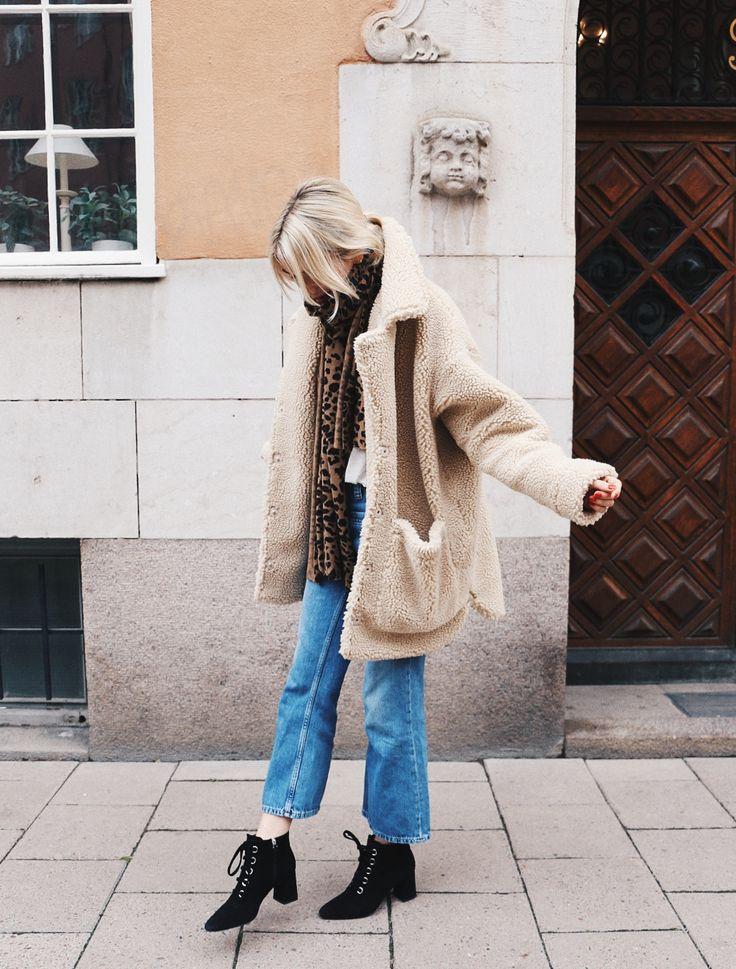 Alltså huuuur mysig är min nya jacka från Monki? Jag älskar den!! Den fanns bara kvar i stl M vilket är lite stort meeen ändå sjukt mysig. Perfekt nu i höst och vinter!! Jag kommer att BO i…