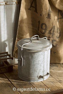 © Esprit de Famille I brocante en ligne I déco vintage industrielle  www.espritdefamille.co  poubelle zinc €38.90, brocante, décoration brocante, objet brocante, déco vintage