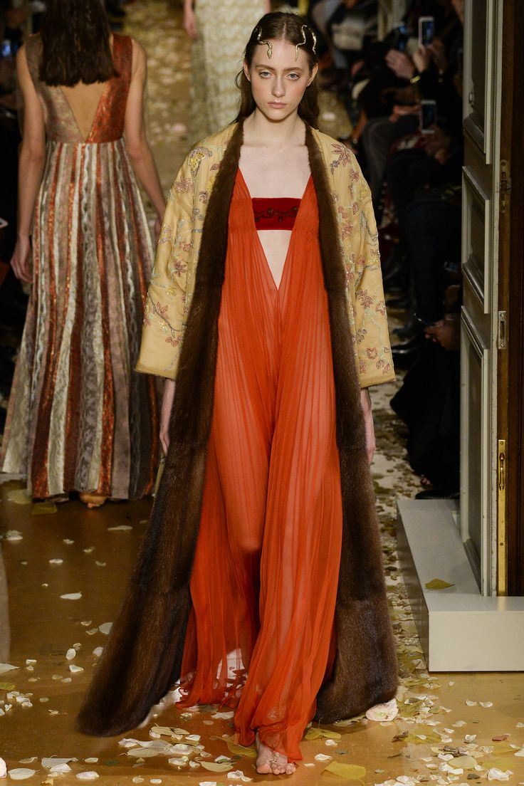 Valentino Spring 2016 Couture Fashion Show - Lia Pavlova (NEW MADISON)I love the fur lined kimono duster!  SJS needs to design one like it