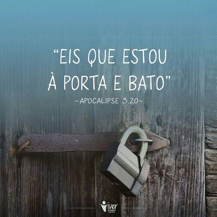 """@Regrann from @viverdeverdade - Jesus diz em Apocalipse 3:20 """"Eis que estou à porta e bato. Se alguém ouvir a minha voz e abrir a porta, entrarei e cearei com ele, e ele comigo."""" O mundo arrebenta sua porta, mas, Jesus bate. As vozes gritam por sua..."""