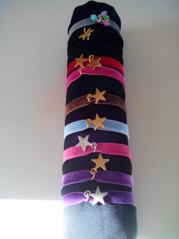 Pulseras elasticas de varios colores con estrellas