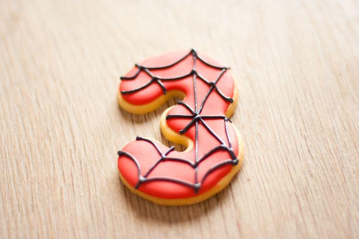 La Cocina de Carolina: Galletas de spiderman, tutorial - Visit to grab an amazing super hero shirt now on sale!