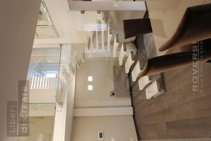 la scala in vetro strutturale con gradini in legno Daimond