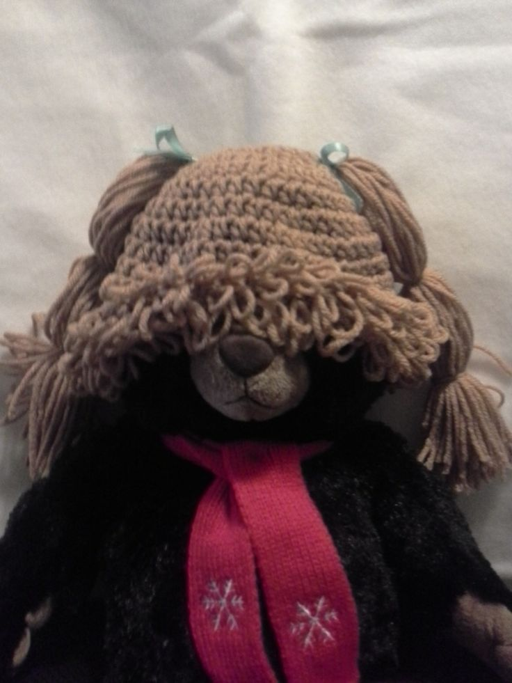 cabbage patch hat. multiple websites with free patterns  http://www.repeatcrafterme.com/2013/09/crochet-cabbage-patch-doll-inspired-hat.html