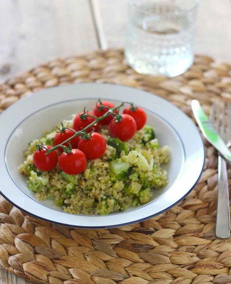 Quinoa salade met broccoli, courgette en cherrytomaatjes   Flairathome.nl