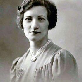 Lea Roback (1903- 2000) est une syndicaliste, militante communiste et féministe québécoise. Elle est considérée comme une pionnière du féminisme au Québec. Elle est également une femmesansenfant.com!