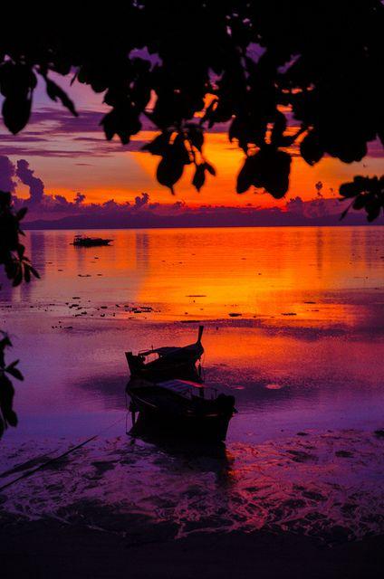 Sunrise Beach, Koh Lipe, Thailand http://www.travelandtransitions.com/destinations/destination-advice/asia/