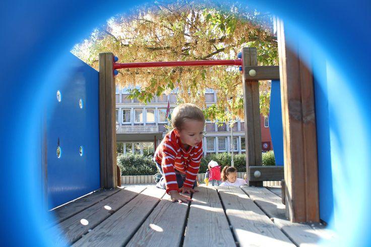 Kúszni-mászni-csúszni-bújni, a gyerekek legfontosabb feladata, hogy jól érezzék magukat. A felfedezés pedig fontos része ennek.