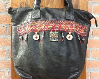 Bolso piel negro de mujer, asas largas, bordado indio, monedas afganas, estilo Ibiza, regalo Navidad para ella, aniversario, etnochic, boho