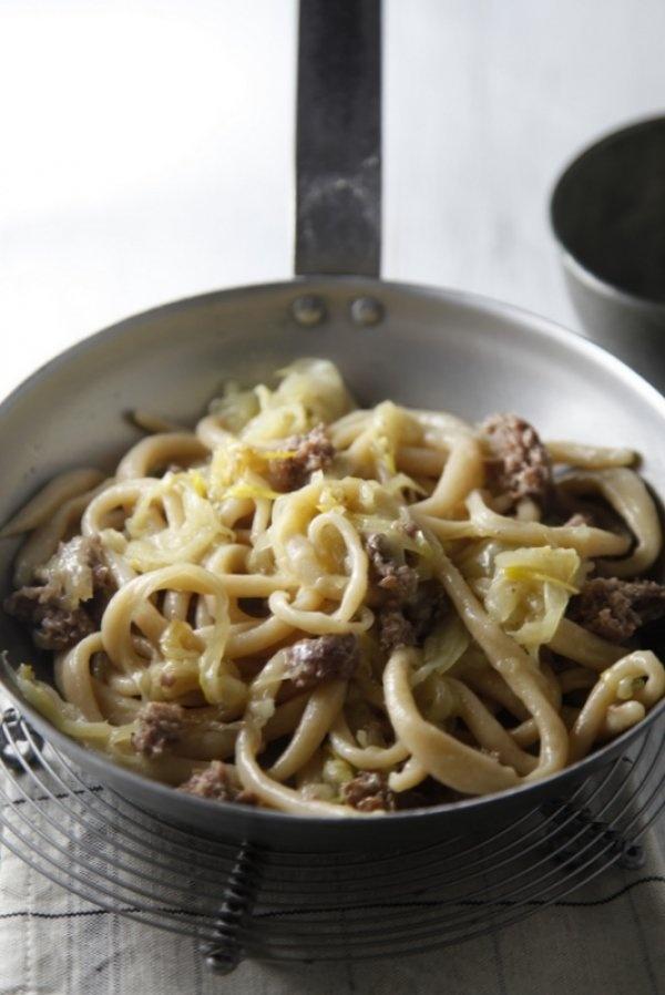 pici con cipolla e salsiccia ---///--- Pici (home-made pasta) with sausage and onion