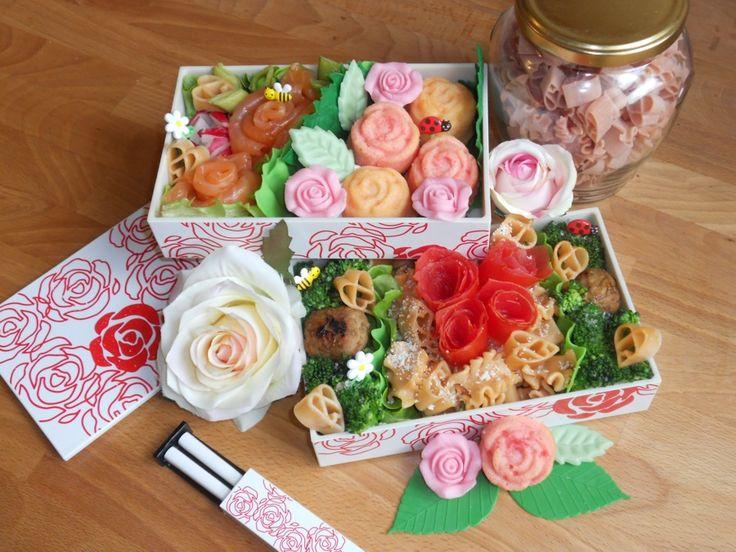 Lise-Marie's pasta bento. One of our TOP 20 Finalists. France  Nichée au sein de la Love Rose Bento, c'est toute une roseraie chatoyante qui s'offre à nos yeux. Du plat principal à base de pâtes roses au piment d'Espelette, aux roses de saumon fumé, en passant par les petits gâteaux à la rose, voilà un menu sans nul doute empli d'amour.