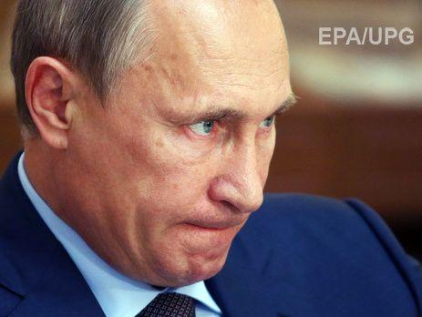 """Международная правозащитная организация Amnesty International считает, что указ президента РФ Владимира Путина относительно засекречивания сведений о потерях среди военнослужащих во время специальных операций в мирное время прямо связан с присутствием российских военных на Донбассе. Об этом сказано в заявлении организации, опубликованном на ее сайте. """"Этот указ является не только вопиющим нападением на свободу выражения, он также содержит зловещие намеки, которые активизируют спекуляции…"""