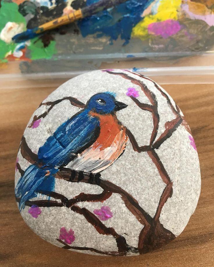 Daldaki mavi kuş 😂 Teldeki kuş filminin isminden esinlenmedim Hayır hayır ! 👋😂😂😂 #hayalperest_insta #painter #artist #art #stonepainting #rockpainter #bird #animals #sanat #ressam