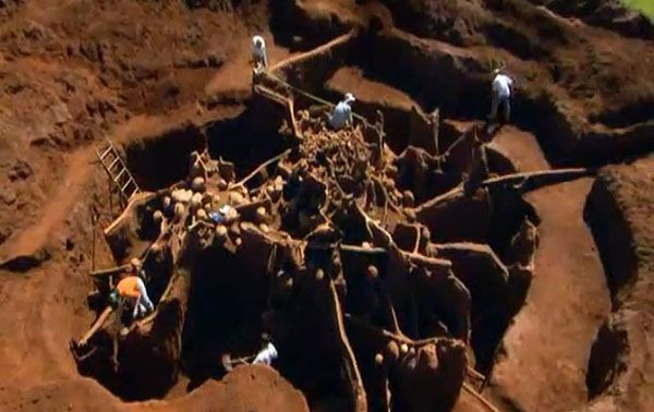 [Video] Researchers Excavate Unbelievable Giant Ant Colony Built Underground - Compared to other animals, ants are more industrious and intelligent. Usually they live underground. Although we see a very tiny hole through which they enter or exit underground, the very interesting thing is none can even imagine in dreams that what they can build underground. [Click on Image Or Source on Top to See Full News]