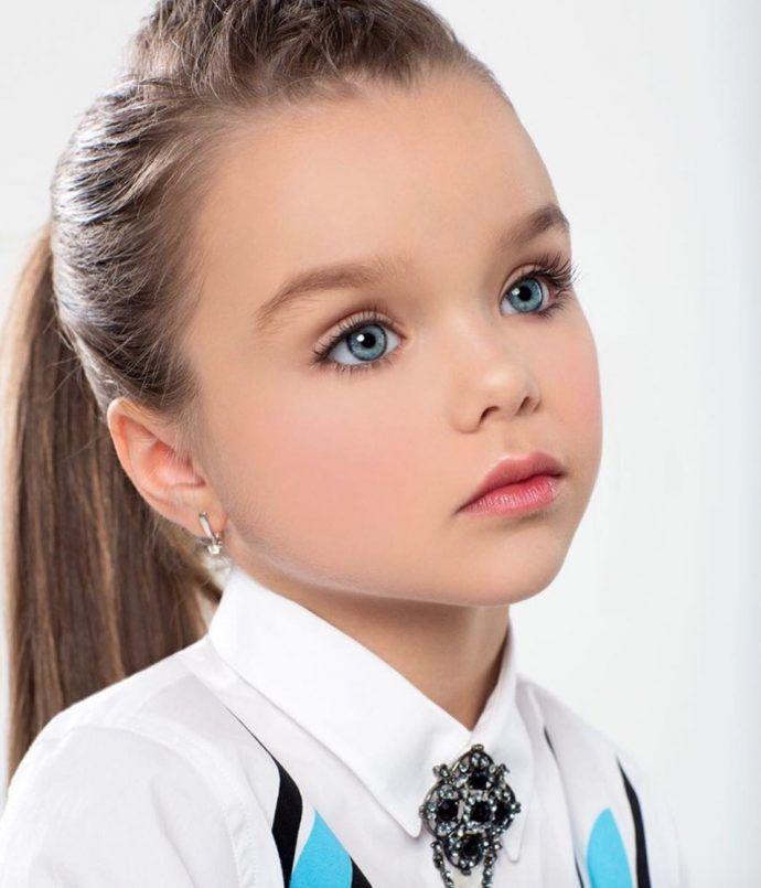 Garotinha Russa De Apenas 6 Anos E Considerada A Menina Mais