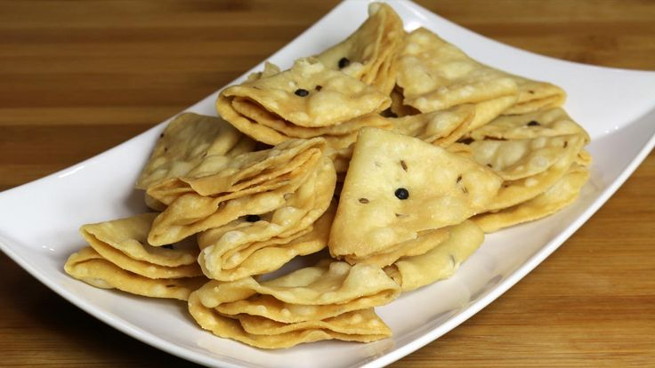 Nimki (Namak Para) is a popular classic savory snack. You can serve nimkies with pickle at tea time, or enjoy as is! For all those upcoming holidays nimkies make a good snack to have around. They also make good homemade holiday gift.