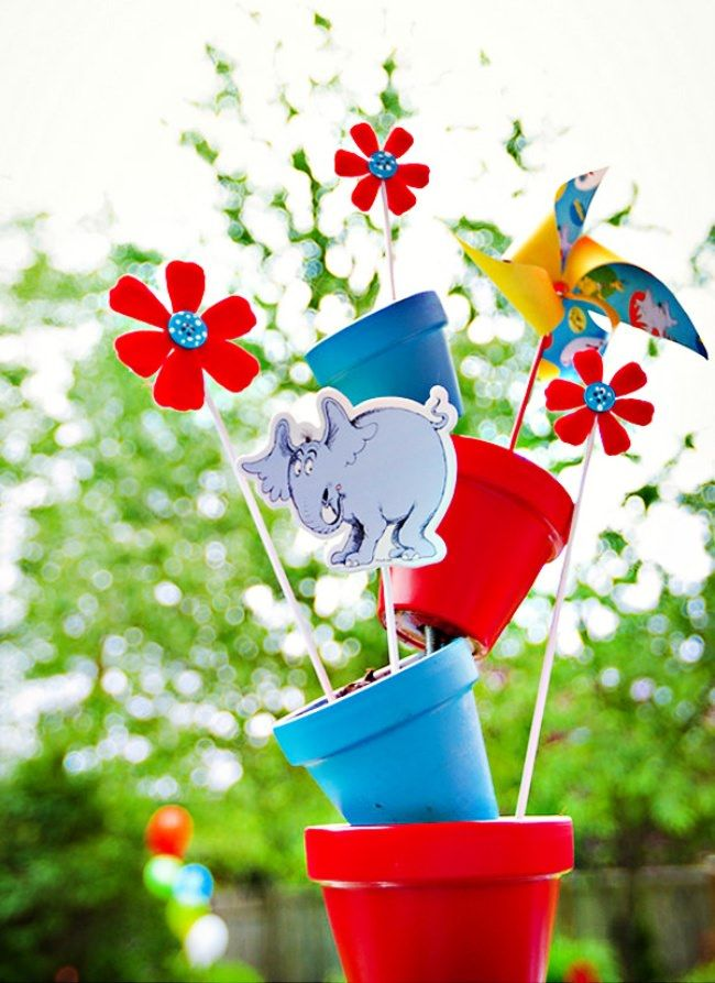 playful cat in the hat first birthday centerpiece ideas