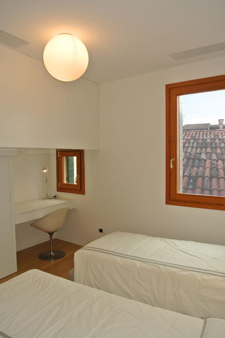 Oltre 1000 idee su scrivanie piccole per camera da letto su ...