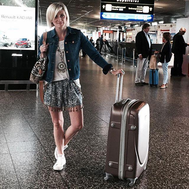 Ready to go  #holidays Trop contente  Happy evening loves  .  #fashionista #fashion #fashionblogger #ootd #outfit #travel #travelblogger #holidays #summer #mallorca #aeroport #blonde #boho #bohemian #gypsy