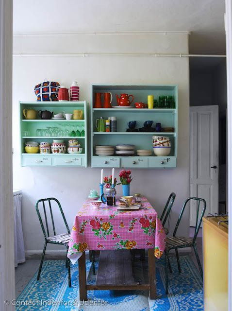 ideias simples e barata para decorar sua casa: Dining Rooms, Kitchens Shelves, Kitchens Design, Mint Green, Color Kitchens, Vintage Pink, Bright Color, Design Kitchens, Modern Kitchens
