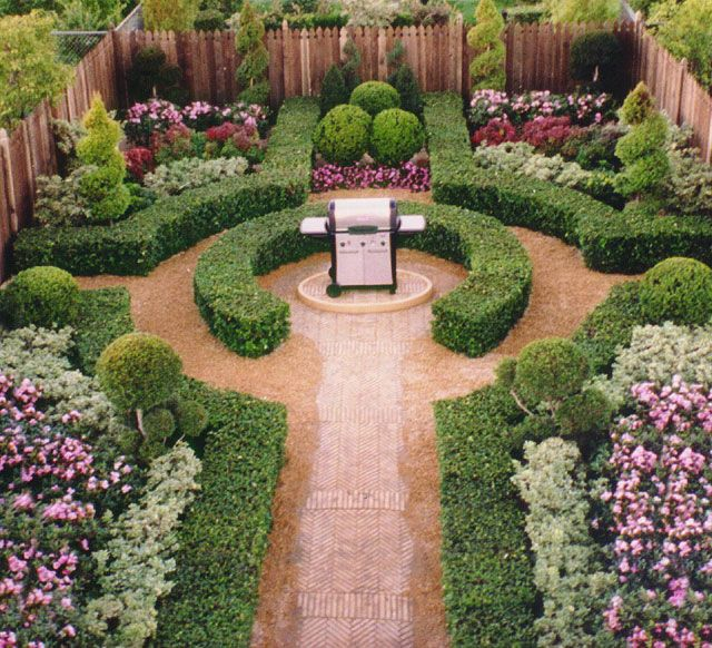 Garden Set with Boxwood Hedge Formal Garden Juniper Topiary Spirals Boxwood Balls Boxwood Topiary Formal Gardens Peter Gick 2005  (I don't understand the grill)