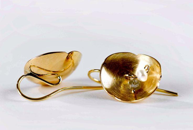 Earrings,18 c gold.