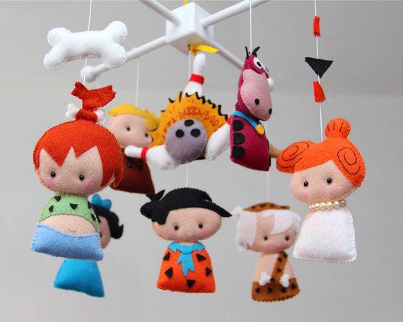 Important : ♥ Ce mobile est prêt à la navigation  Hey, Bienvenue sur Les Petites Shop !  Laissez vos Petites avec une belle touche à la main par la décoration de votre chambre de bébé avec ce magnifique mobile. ** Sil vous plaît lire tout avant de faire votre achat pour tous les détails et les questions. Merci !  ~ DÉTAILS DE ~ Les personnages de Flintstones sont fabriquees bagouts par : https://www.etsy.com/shop/walartesanal  Inspirade dans lanimation les Pierrafeu, il comprend : Fred…