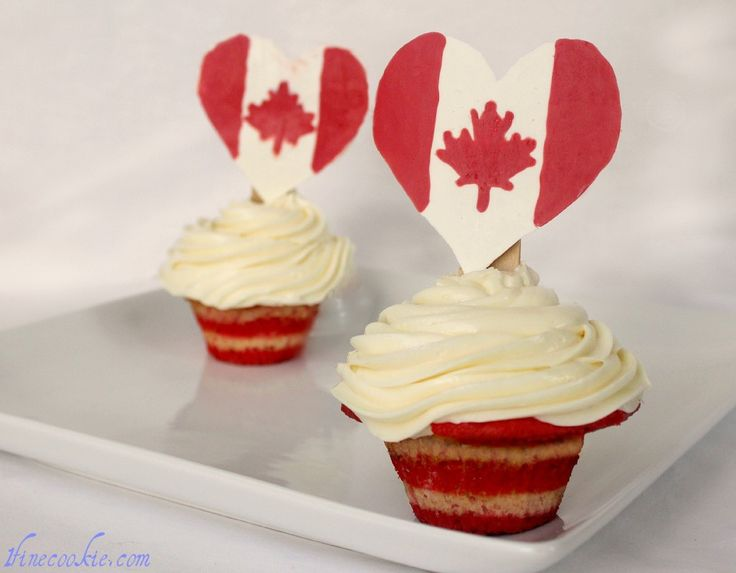 Pop rocks exlpoding fireworks cupcakes. They explode and fizzle in your mouth! Topped with pop rocks truffles. Two versions available, one for 4th of July, the other for Canada day.                     http://www.1finecookie.com/2011/06/pop-rock-cupcakes-with-pop-rock-fireworks-truffle-toppers-america-eff-yeah-and-canada-too/